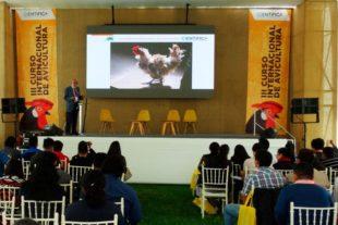 Avicultura rural y ecología en el III Curso Internacional de Avicultura